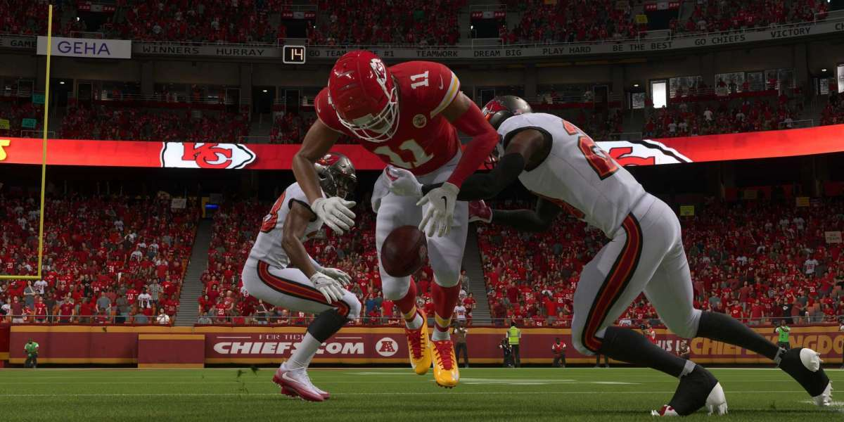 How do Madden 22 Ultimate Team players choose the best defense plan?